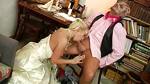 Voluptous blonde whore Esmeralda A gives a messy blowjob before having her cunny fucked